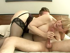 Gorgeous sensual cougar Nina Hartley likes up have sex in the bedroom