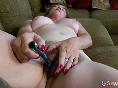 Dirty whore non-native Texas loves showing elsewhere her perishable twat and she loves her toy
