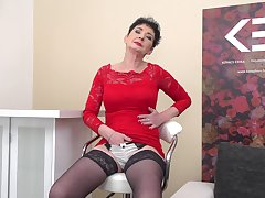 Snappish haired granny Elana S. loves fingering herself