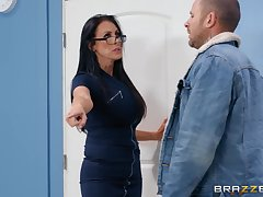 Nerdy MILF in glasses Reagan Foxx rides will not hear of client at the office