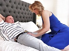 Lucky bastard is woken clock on a sensual blowjob given off out of one's mind curvy Alby Daor