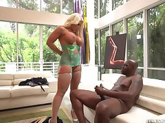 Not roundabout Busty Blond Hair Lady Had Sexual intercourse By A Big Black Saus - alura jenson