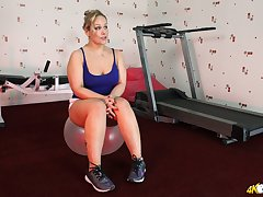 Mature blonde Ashley Rider takes out her natural jugs via hot workout
