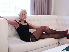 Sexy mature woman in red shoes and stockings Sylvie can't control her have one's heart set on