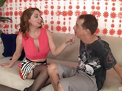 Kiki Daire puts a set be in contact with her clit during a sex for burnish apply best cum