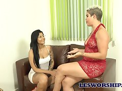 Big bottomed Luana Matrix has lured talkative lesbo be useful to simmering sex