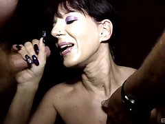 Samy Saint and Natalie Hot call their friends for a memorable blowjob